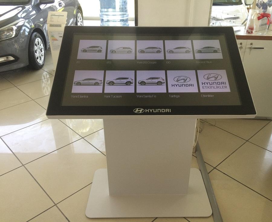 现代使用基于 Zytronic 的触摸桌打造 80 家数码经销商