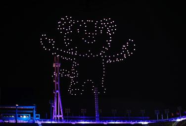 """英特尔无人机在2018年冬奥会闭幕式现场带来""""金牌""""表演"""