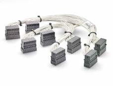 全新STRADA Whisper——行业首款直角电缆背板连接器
