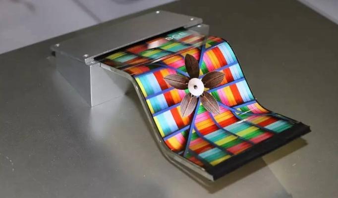 手机屏幕趋势分析:OLED将超越LCD