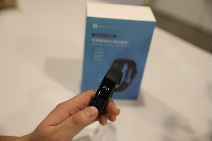 我们试用了一款心外科医生推荐的动态心电记录手环
