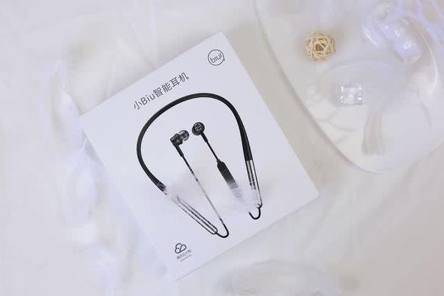 把智能音箱放在耳机里,苏宁极物小Biu智能耳机体验