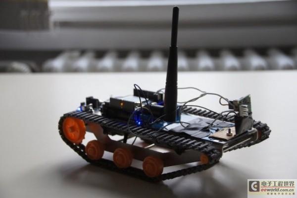 """德大学研究人员正在打造能够像蜜蜂一样""""思考""""的小机器人"""