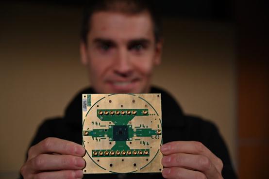英特尔和QuTech共同解密全新低温量子控制芯片Horse Ridge