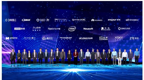 """英特尔全新AI优化数据平台产品组合携手产业让""""智者更强"""""""
